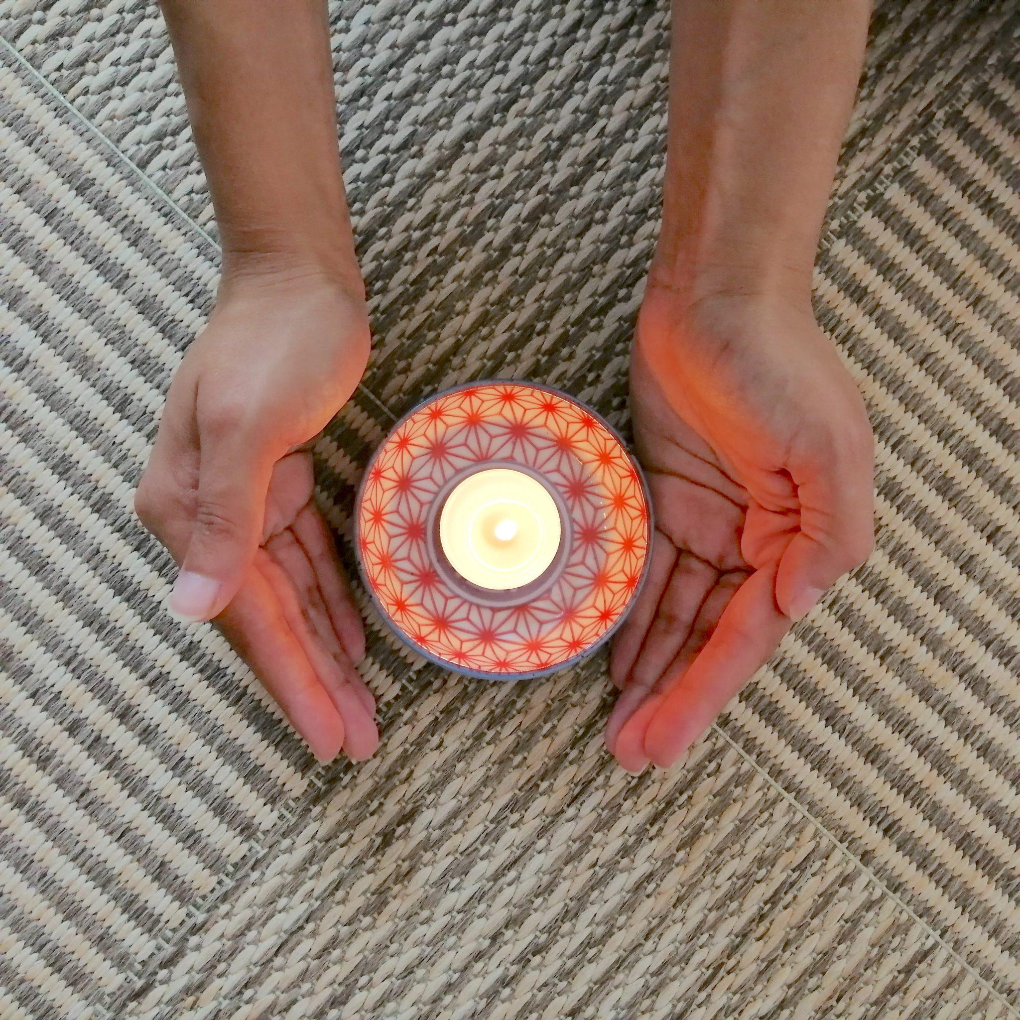 Bougie mains lumière Ronde de la vie