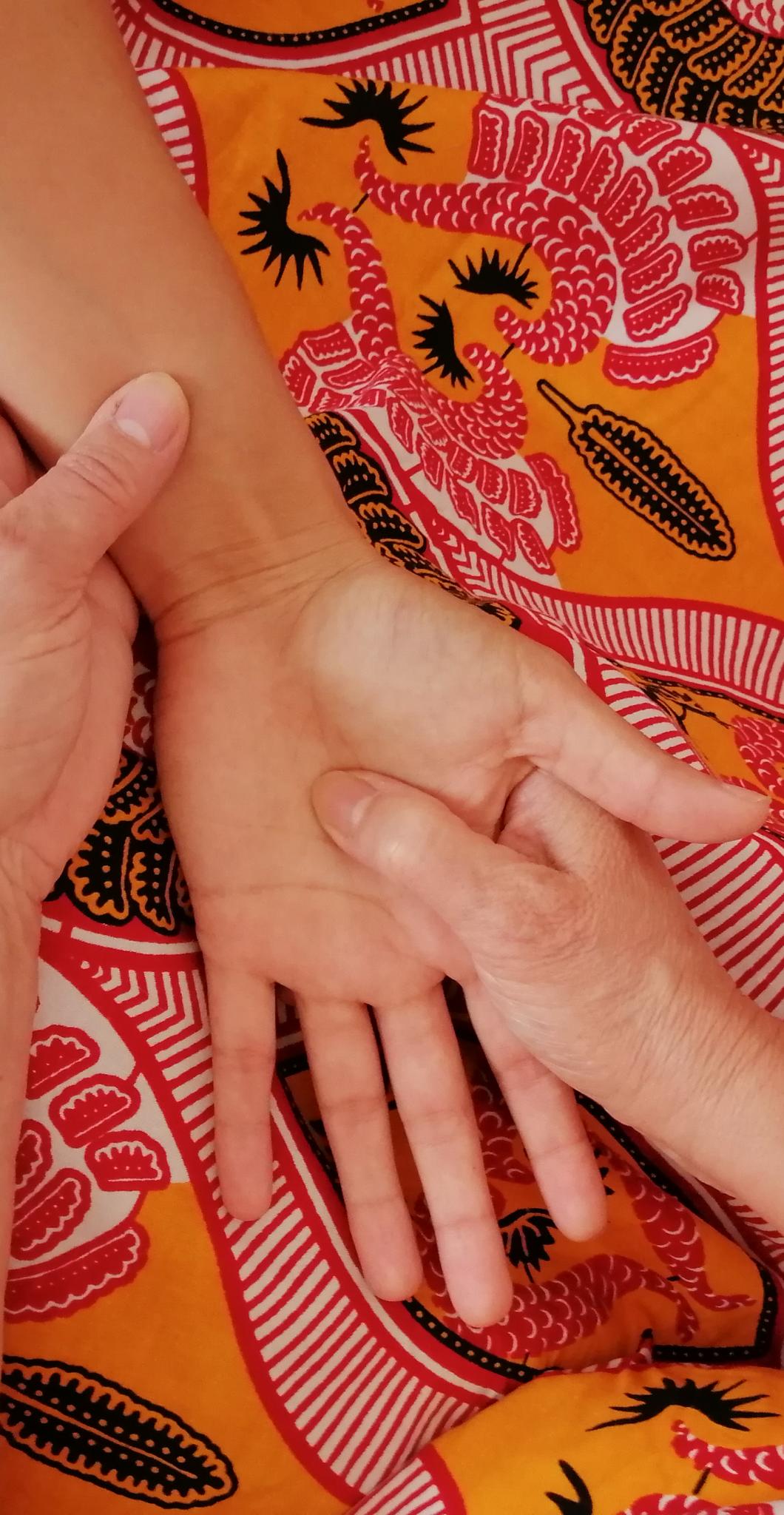 Pressions shiatsu main poignet Marie-Claire Michaud