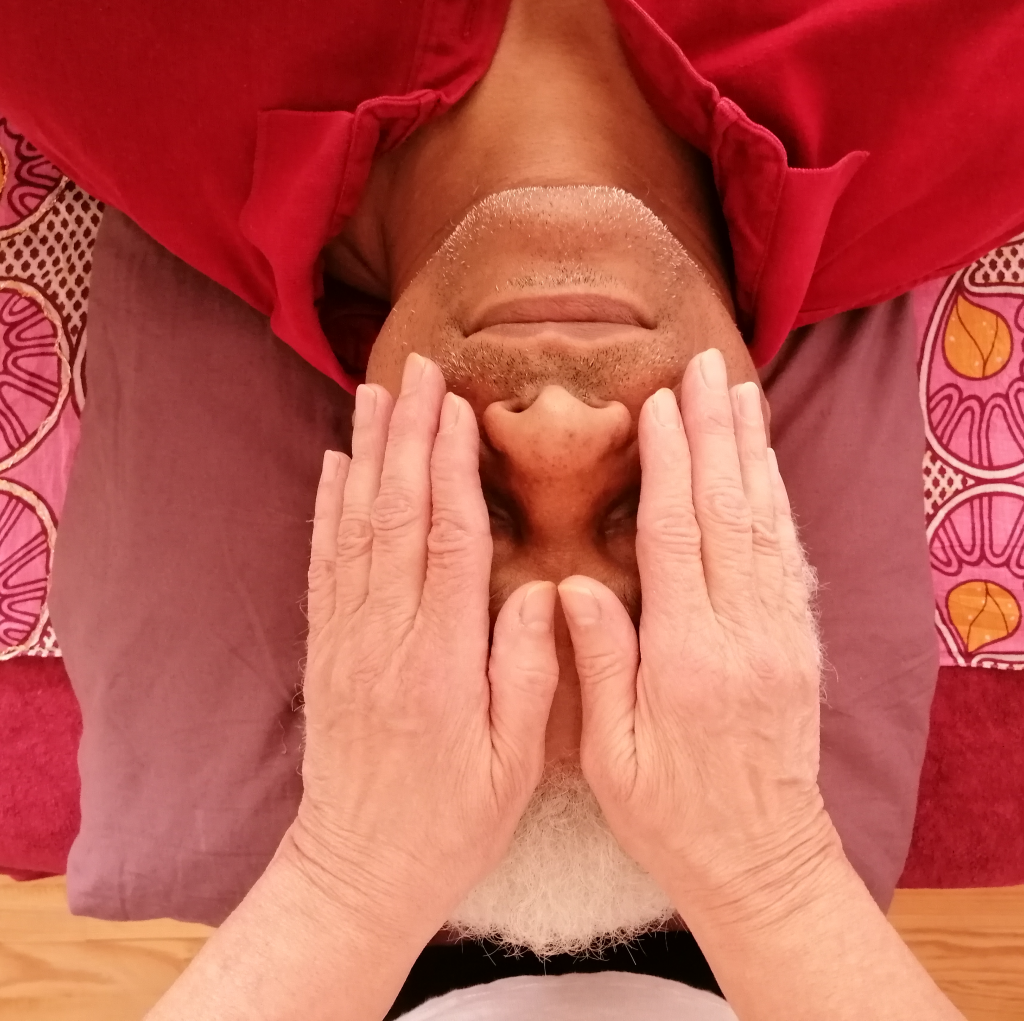 impositions mains yeux shiatsu